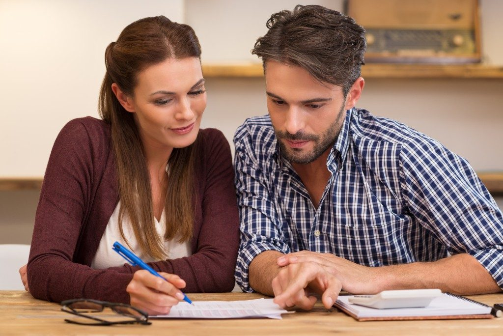 Couple computing their expenses
