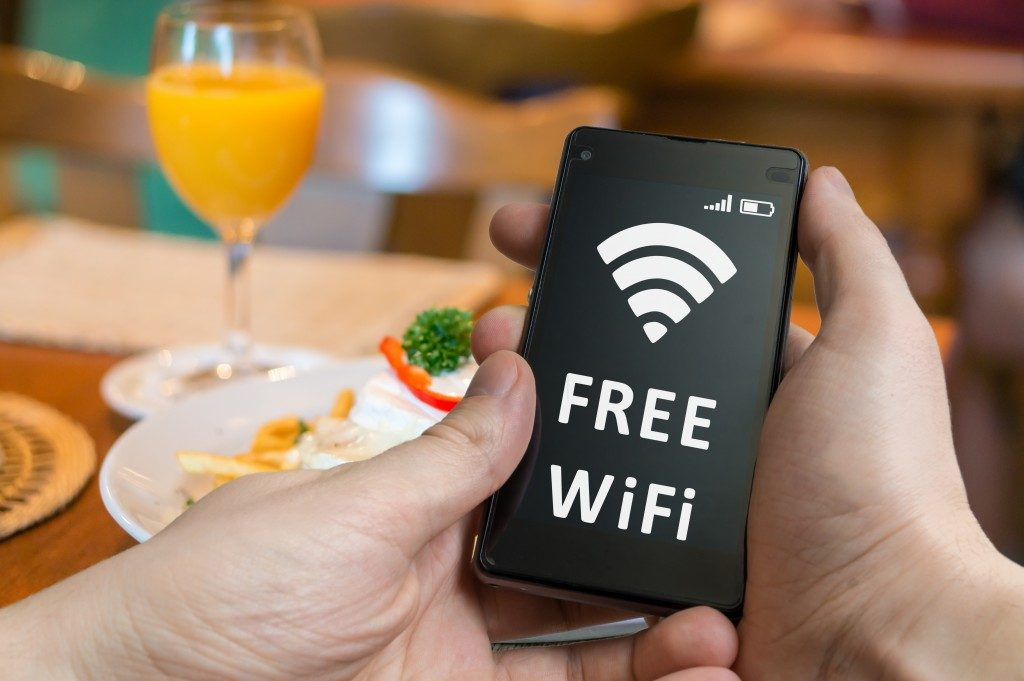 restaurant free wifi available