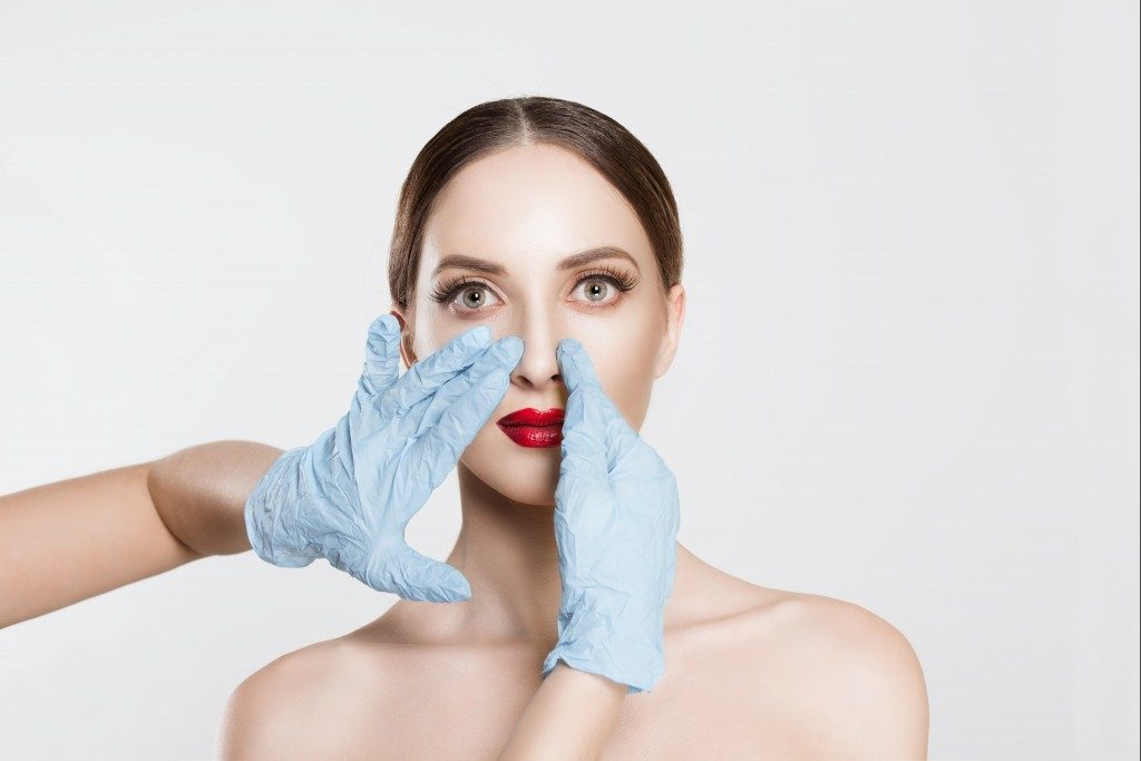 Woman goinf to go under cosmetic surgery