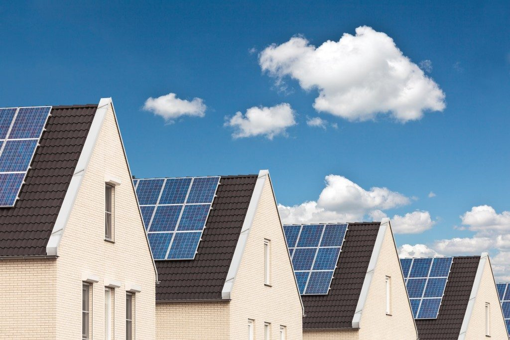 homes with solar panel roofings