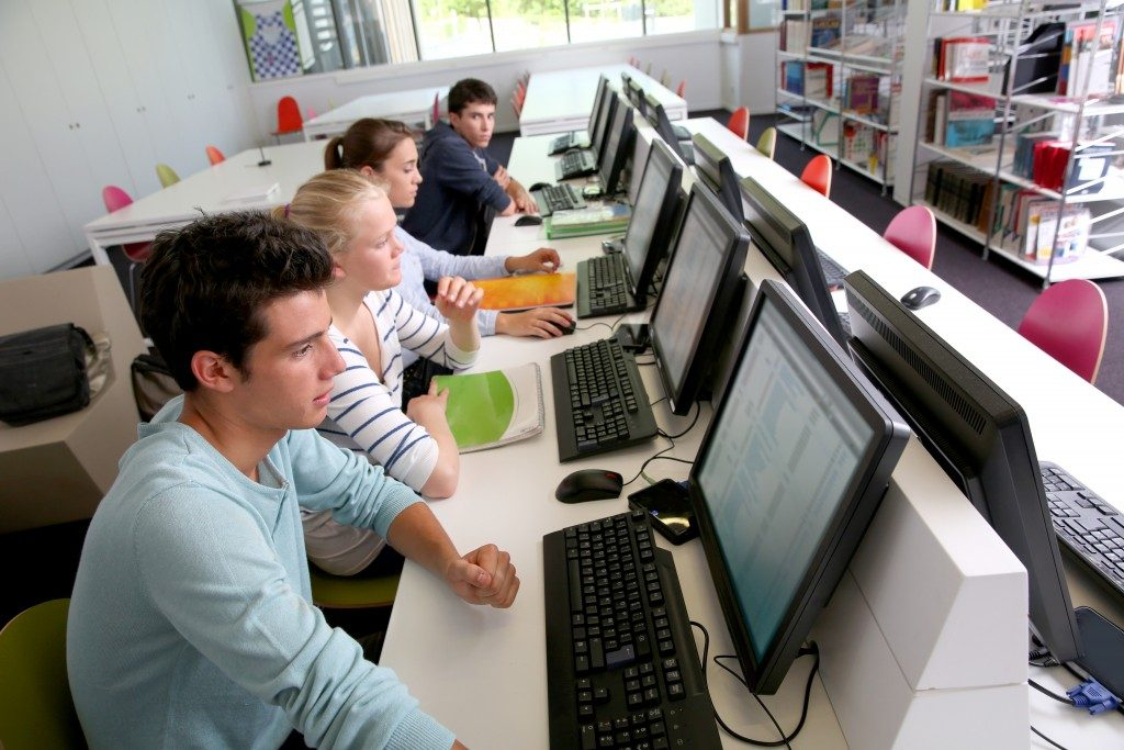 students learning in the laboratory
