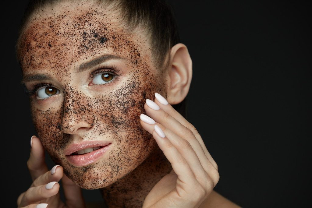 exfoliating face with scrub